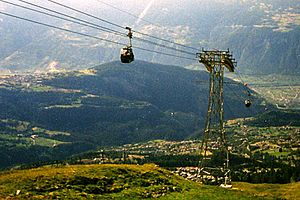 Anzère - The cablecar seen from the mountain