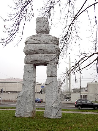 Ugo Rondinone - The Wise (2014), 10 meters h, 84 tons
