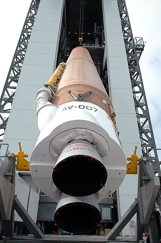 Atlas V - Image: Atlas V rocket raised