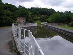 Avoncliff - Canal Aqueduct.jpg