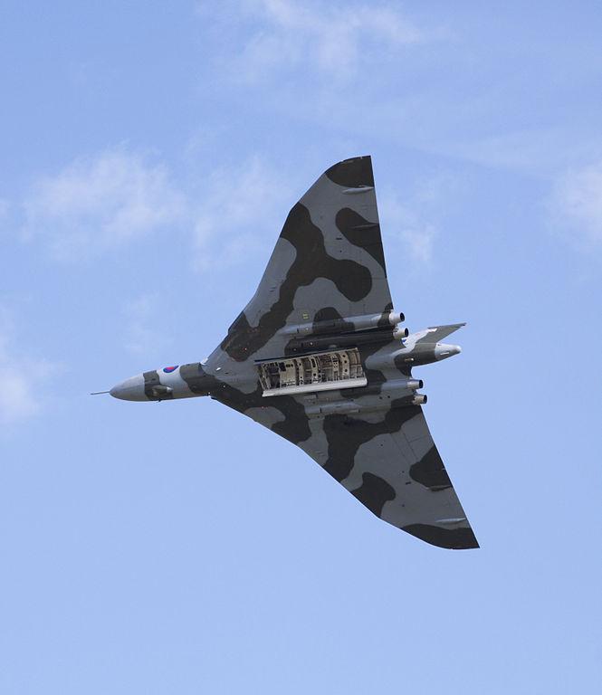 FileAvro Vulcan Bomb bay doors open (3636254591).jpg & File:Avro Vulcan Bomb bay doors open (3636254591).jpg - Wikimedia ...