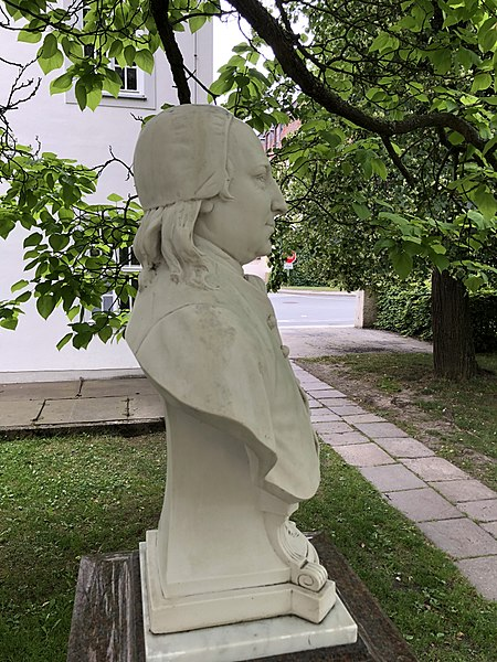 File:Büste Nikolaus Ludwig von Zinzendorf, Herrnhut, Profil.jpg