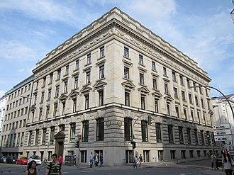 M. M. Warburg & Co. - Image: Bankhaus Warburg an der Ecke Ferdinandstraße zum Alstertor in Hamburg Altstadt