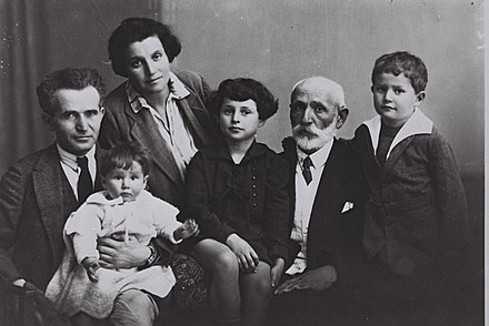 From left: David Ben-Gurion and Paula with youngest daughter Renana on BG's lap, daughter Geula, father Avigdor Grun and son Amos, 1929 Ben Gurion Family 1929.jpg