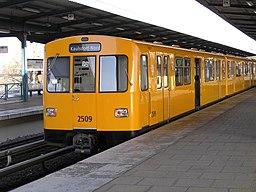 Berliner U Bahn nach Kaulsdorf Nord (Baureihe F74)