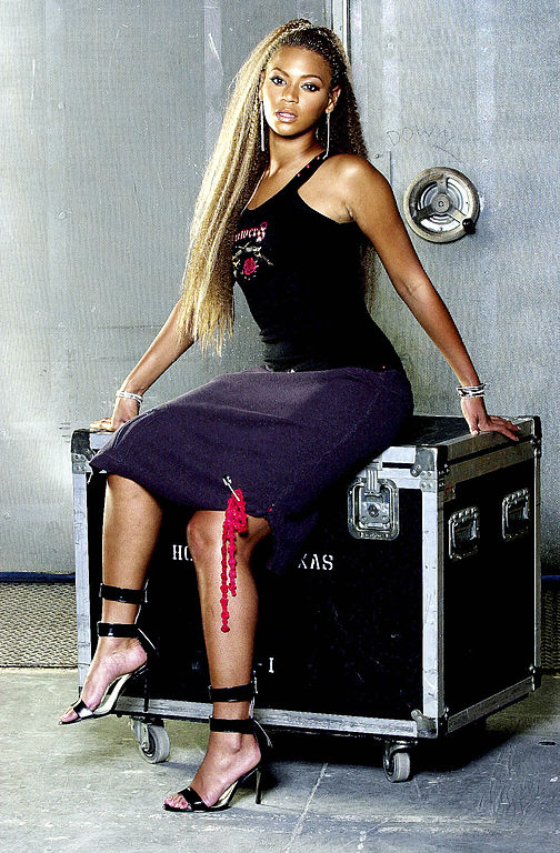 Nicole Lee Fashion Designer