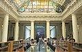 Biblioteca debajo del vitral.jpg