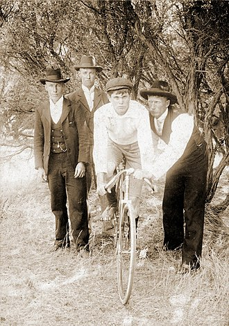 Dunlop Rubber - Image: Bicycle circa 1896 with boy and three men