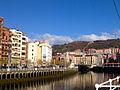 Bilbao junto a la Ría.jpg