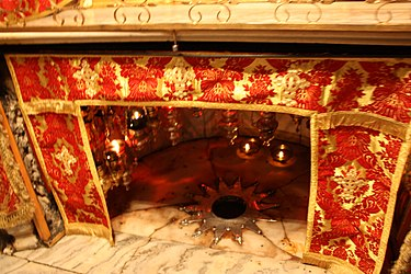 Birthplace in the Grotto of the Nativity 2010 3.jpg