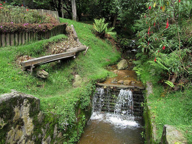 File:Bogotá agua Chapinero quebrda La Vieja.jpg