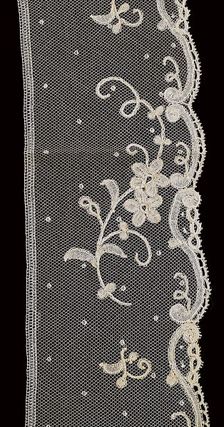 File:Border (ST313) - Lace-Applique Bobbin Lace - MoMu Antwerp.jpg