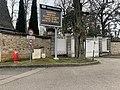 Borne incendie et panneau d'information (électronique) à l'orée de la rue de la Dombes (Neyron).jpg