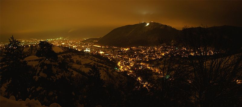 Show your city 800px-Brasov_at_Night_-_Panorama2