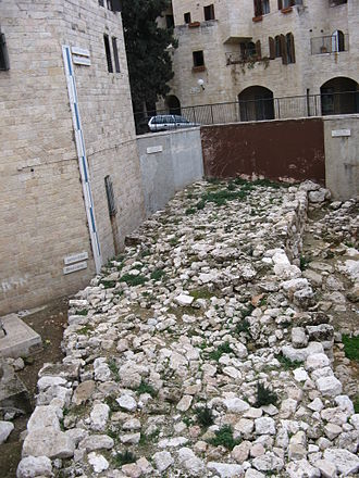 Broad Wall (Jerusalem) - Marker showing presumed height of the wall