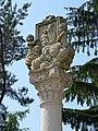 Buštěhrad, mariánský sloup, replika, horní část.jpg