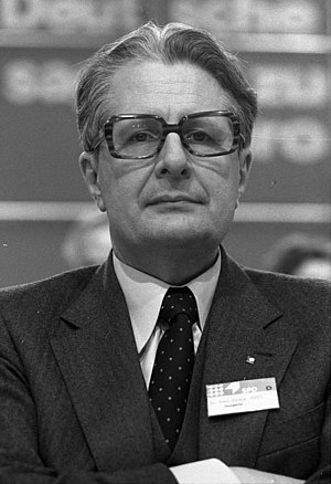 West German federal election, 1983 - Image: Bundesarchiv B 145 Bild F055059 0019, Köln, SPD Parteitag, Vogel