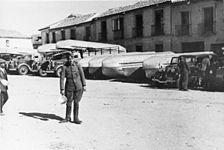 Bundesarchiv Bild 183-P0221-511, Spanien, Pontons für Brückenbau.jpg