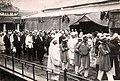 Cờ long tinh tại lễ an táng Hoàng đế Khải Định (1925) , đoàn quan chức.jpg