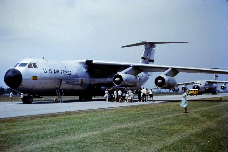 File:C-141A LBJ Australia 1966.JPG