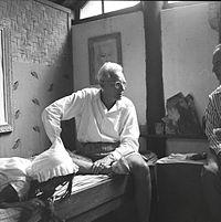 COLLECTIE TROPENMUSEUM Rudolf Bonnet in gesprek met de Spaanse kunstenaar Antonio Blanco in de studio van Theo Meier Iseh TMnr 60030325.jpg