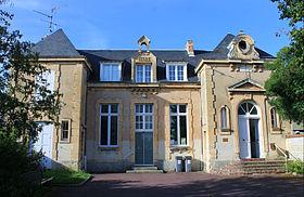 https://upload.wikimedia.org/wikipedia/commons/thumb/c/c3/Caen_mairie_Venoix.JPG/280px-Caen_mairie_Venoix.JPG
