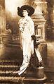 Cahier, Mme Charles (Sara) - helfigur med signatur - AF.jpg