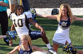 2006 California Golden Bears football team - Marshawn Lynch celebrates the victory with the Cal cheerleaders