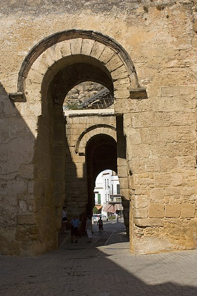 File carmona puertas en la puerta de sevilla for Puerta de sevilla carmona