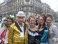 Carnaval des Femmes - Fête des Blanchisseuses 2013 - Quatre jolies carnavaleuses et Pat le Clown.JPG
