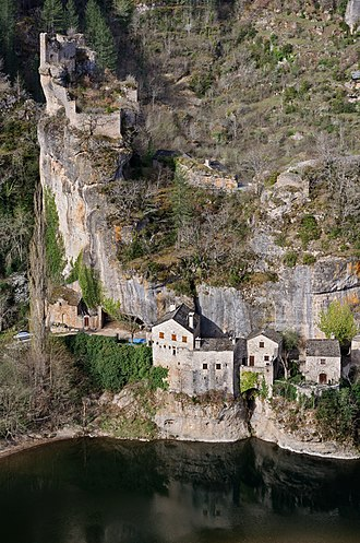 Gorges du Tarn - Castelbouc, overlooked by its ruined castle.