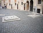 Castello - cortile di Alessandro VI cisterne 1210923.JPG