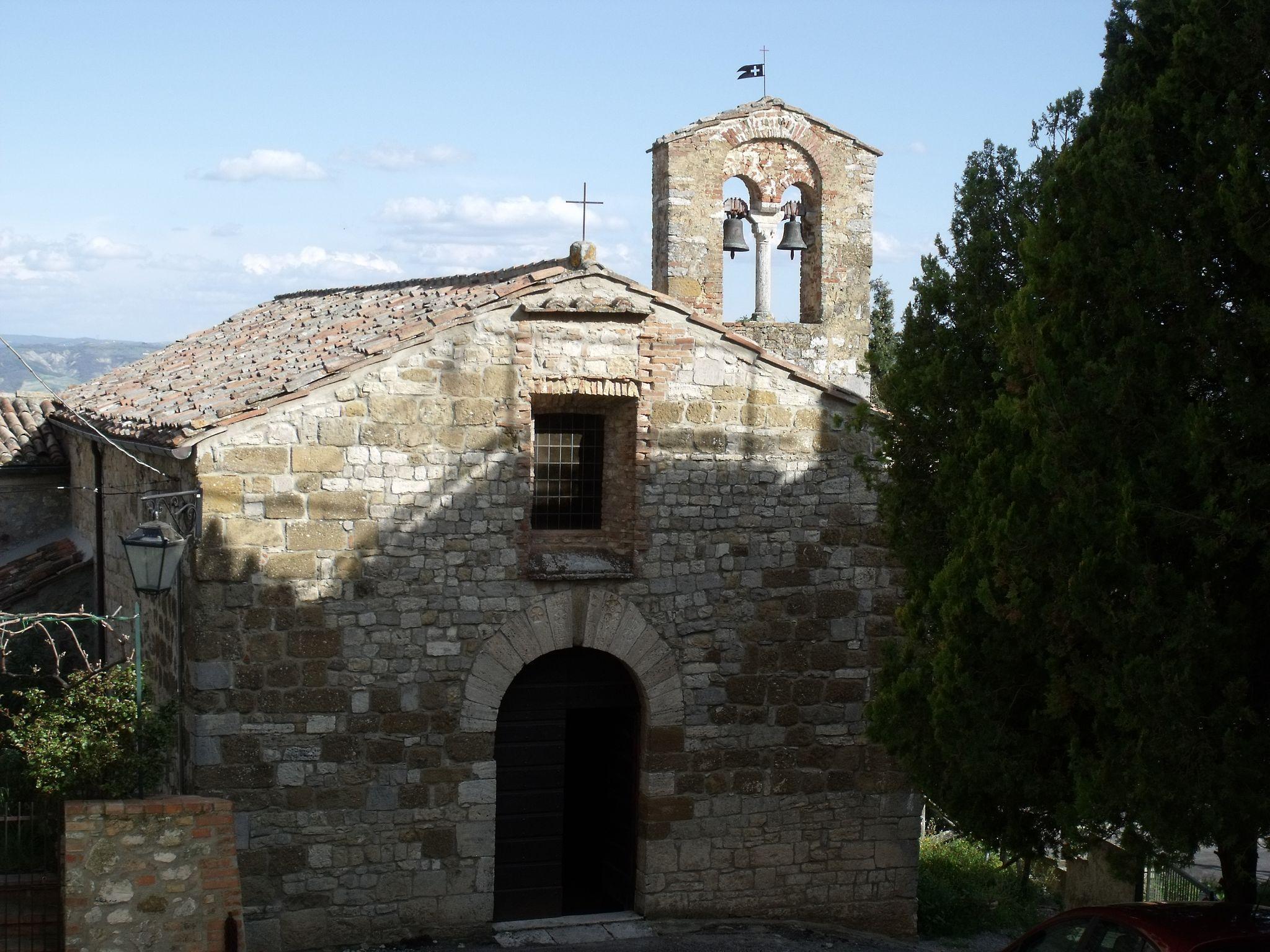 CastiglioneDOrcia, Chiesa di Santa Maria Maddalena, Kirche kurz außerhalb des Ortskerns.[9] aus dem 12. Jahrhundert mit Fassade aus dem 13. Jahrhundert