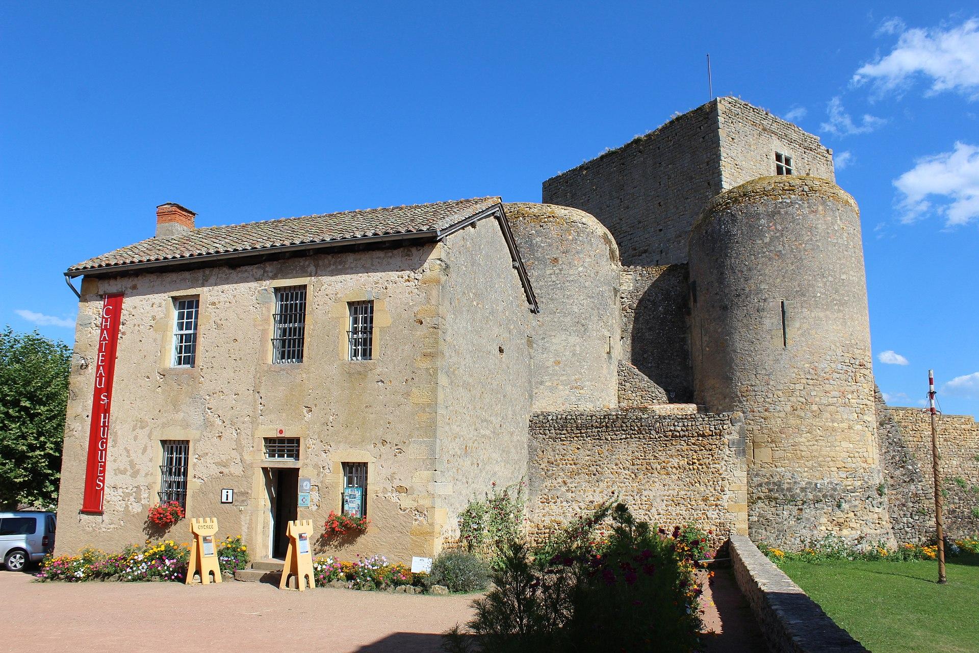 Château St Hugues Semur Brionnais 4.jpg