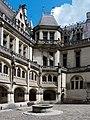 Château de Pierrefonds, beffroi et Cour d'honneur (1).jpg