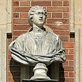Château de Versailles, cour de marbre, buste de dame romaine, Vdse 94 02.jpg