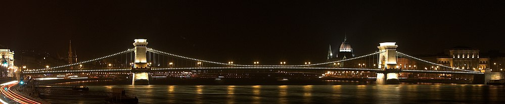 Chainbridge by night 5 Budapest.jpg