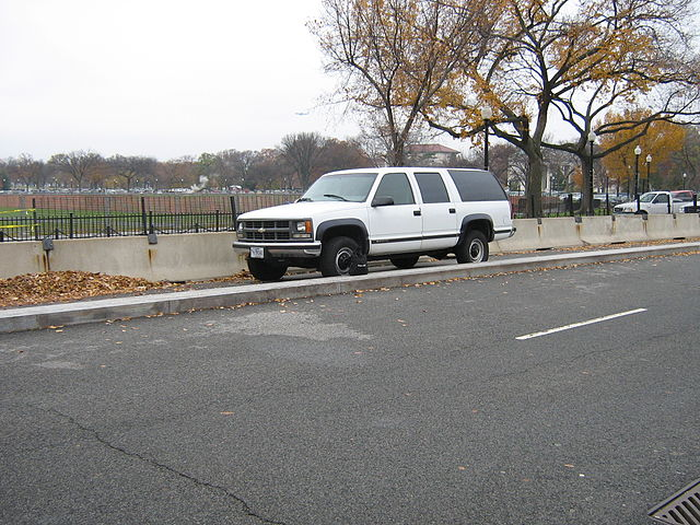 From commons.wikimedia.org: Chevrolet Suburban - White House Security {MID-137668}