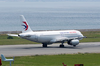 China Eastern Airlines, A320-200, B-6559 (19410460171).jpg