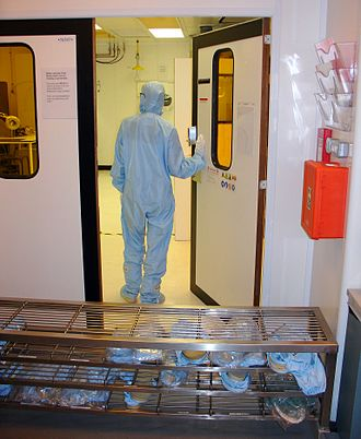 Cleanroom - Entrance to a cleanroom with no air shower