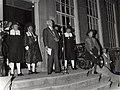 Congres Vereniging Nederlandse Gemeenten 2728 mei 1959, openingstoespraak van de burgemeester, mr. O.P.F.M. Cremers. NB. Oud-Hollandse kermis op het Doelenterrein. Aangekocht van fotograaf C. de Boer.JPG