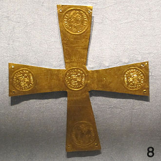 Caesaropapism - A small cross of gold foil, with rubbings of coins of Justin II (Emperor: 565-574) and holes for nails or thread, Italian, 6th century