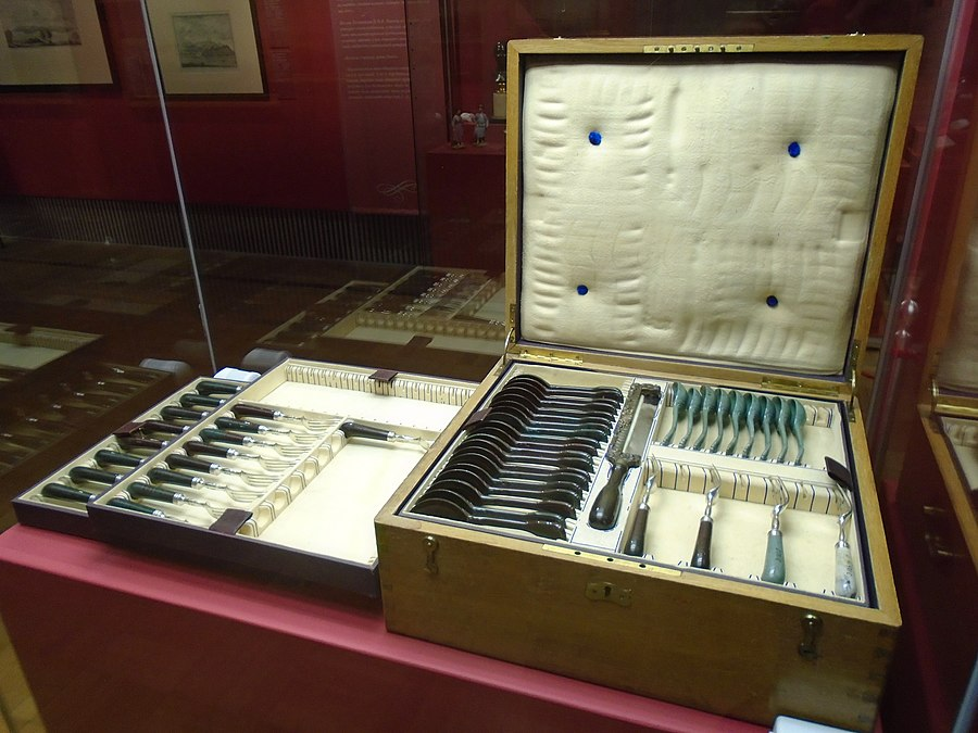 Cutlery case in Hermitage 2020-12-01 (1).jpg