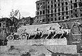 Dózsa György (Palota) tér, Lovas tüzérek hősi emlékműve, Ligeti Miklós (1937), romos Királyi Palota. Fortepan 30885.jpg