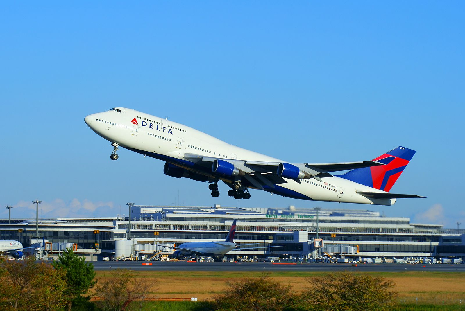 Delta flexed its muscles at CES this year  名無し野電車区, DELTA Airlines B747-400 departing from Tokyo Narita Airport, CC BY-SA 3.0
