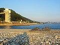 Dagomys - vostochnyi plazh i vid na goru Ahun.jpg