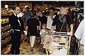 De eerste grote boodschappendag bij Albert Heijn na de lancering van het concept Verwenwinkel, NL-HlmNHA 54036390.JPG