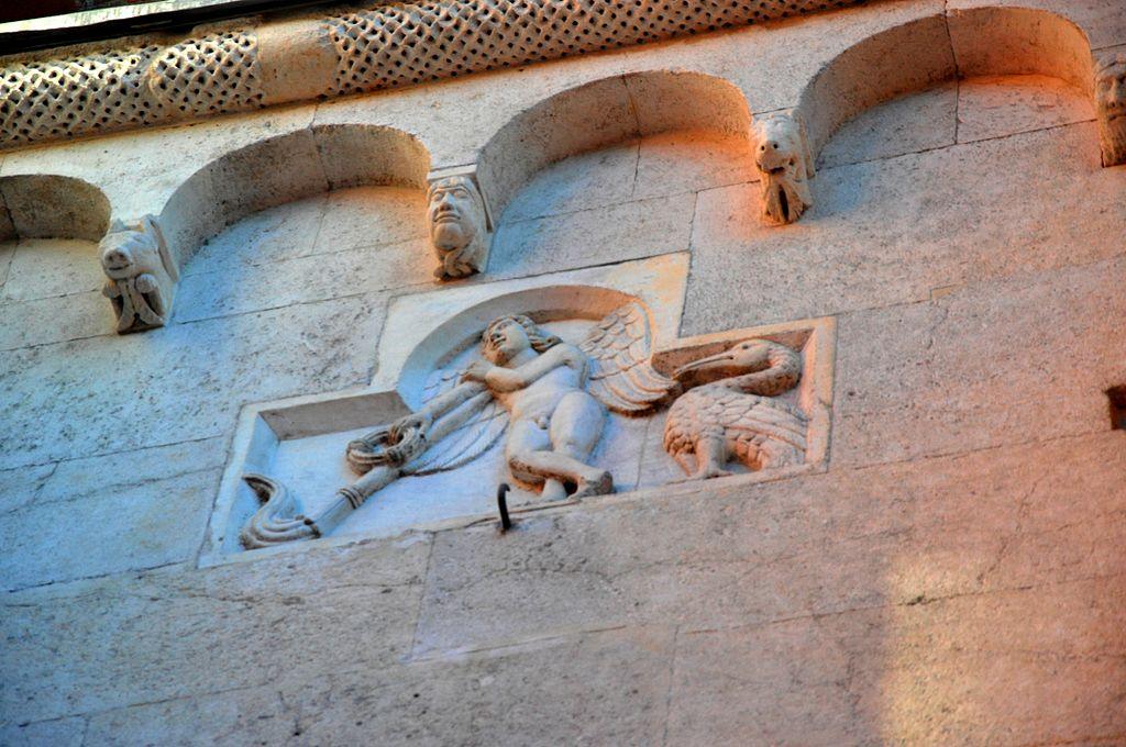 File decorazione duomo di modena genio funerario jpg for Decorazione wikipedia