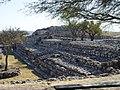 Delimitación Oeste del Patio Hundido y vestigios de la Pirámide del Complejo B. Cañada de la Virgen, Guanajuato, México.jpg