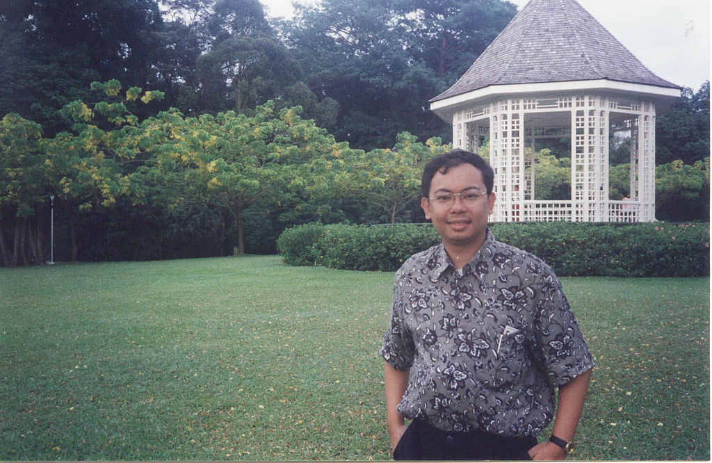 File:Dennis B Funa in Singapore.jpg - Wikimedia Commons